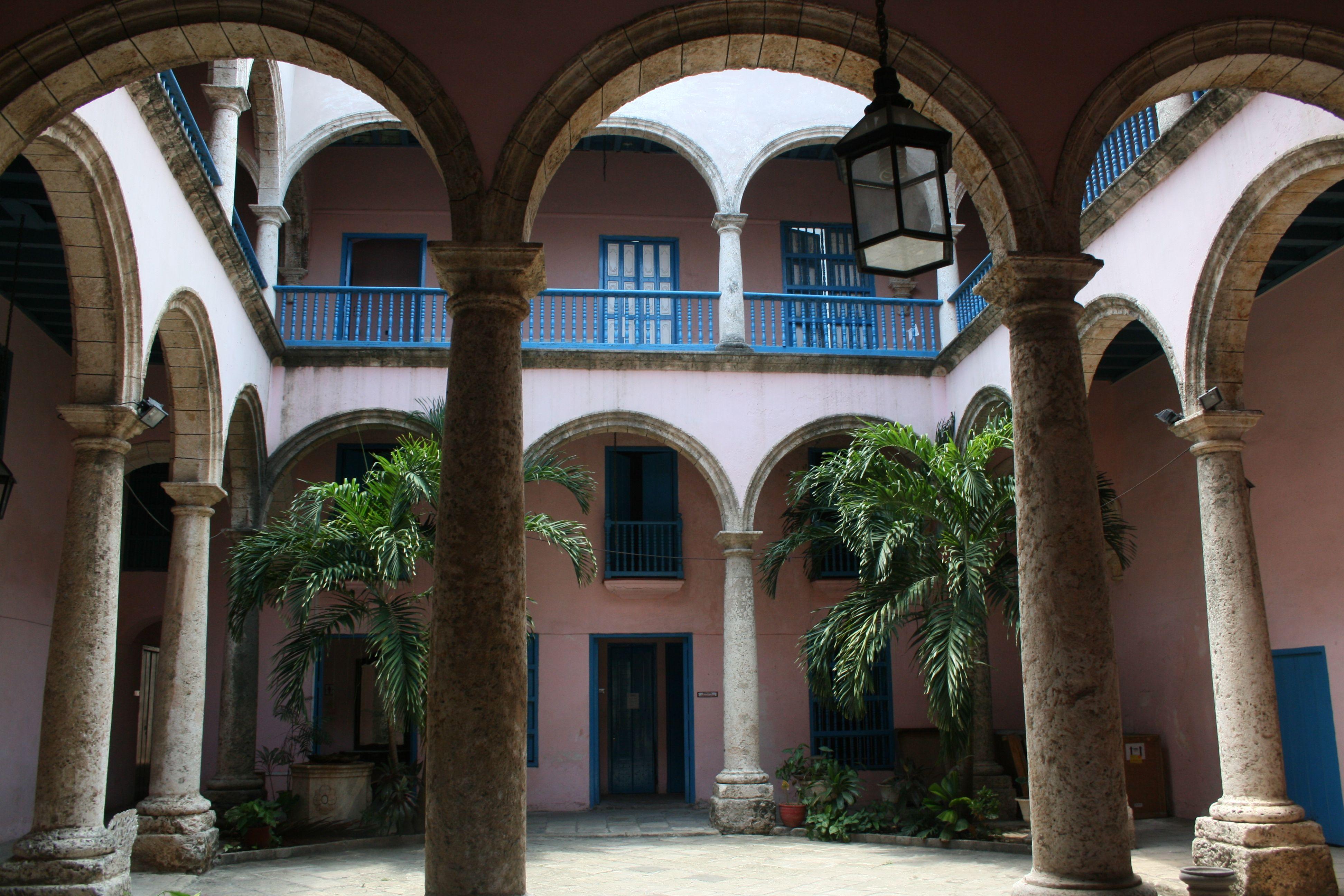 House and garden in Havana