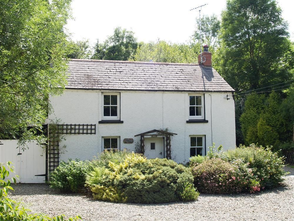 Situated Half A Mile Outside Cardigan Town And Near Cardigan Bay This Very Pretty Little Holiday Cottage Nestles In A Dip On Holiday Cottage Cottage Property