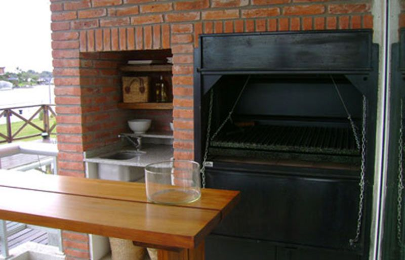 Parrilla de ladrillos arquitectura deks parrillas e for Parrilla para una casa