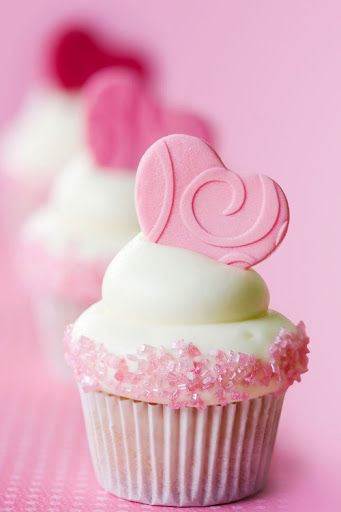 cute pink heart cupcakes....