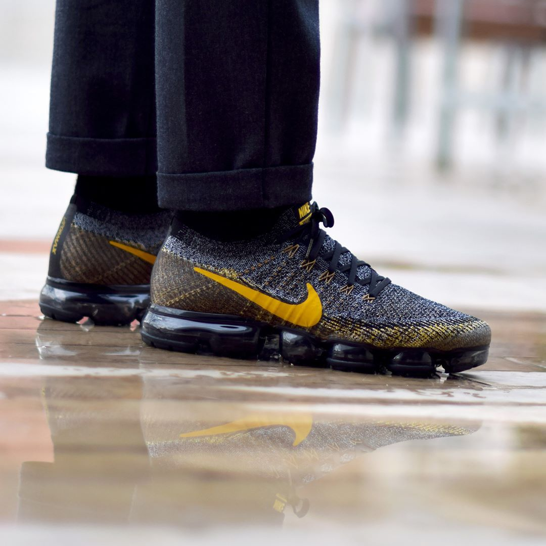 """598dd5fc87b9e Snkrs.com + Sneakers.fr ( snkrs) on Instagram  """"Nike Air Vapormax Flyknit  Black Mineral Gold . Disponible Available  SNKRS.COM"""""""