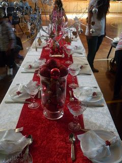 Christmas Table Decorated Red And Silver Christmas Table Table Decorations Christmas