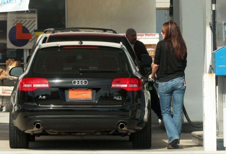 Photo of Sandra Bullock  - car
