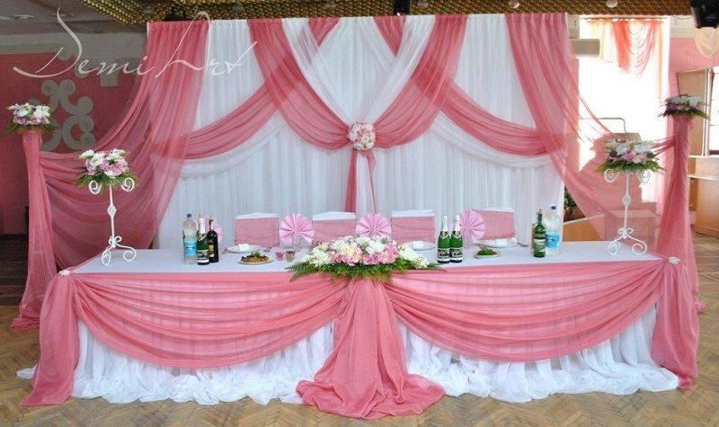 15 Beautiful Curtains Decorations For Birthday Parties Artcraftvila Wedding Reception Head Table Reception Head Table Wedding Stage Decorations