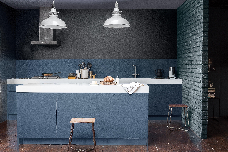 Dulux Valentine Cuisine Bleu Gris Avec Plan De Travail Blanc Cuisine Grise Cuisine Bleue Beton Architecte Interieur Couleur De L Annee Decoration Maison