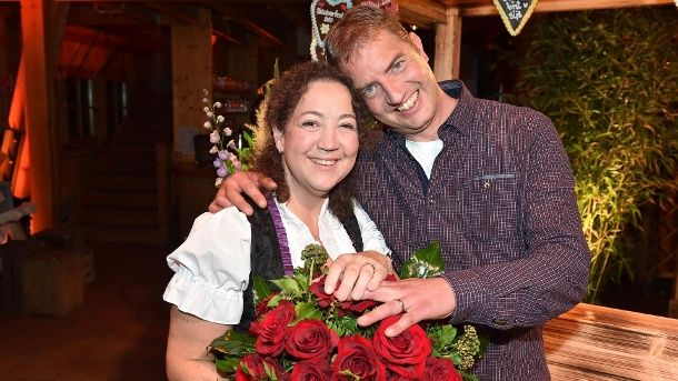 Anton Hat Ohne Erklarung Schluss Gemacht Mutter Tochter Bilder Scheunenfest Frau