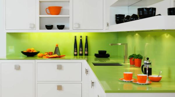 einrichtungsideen küche küchenrückwand plexiglas küche einrichten ...
