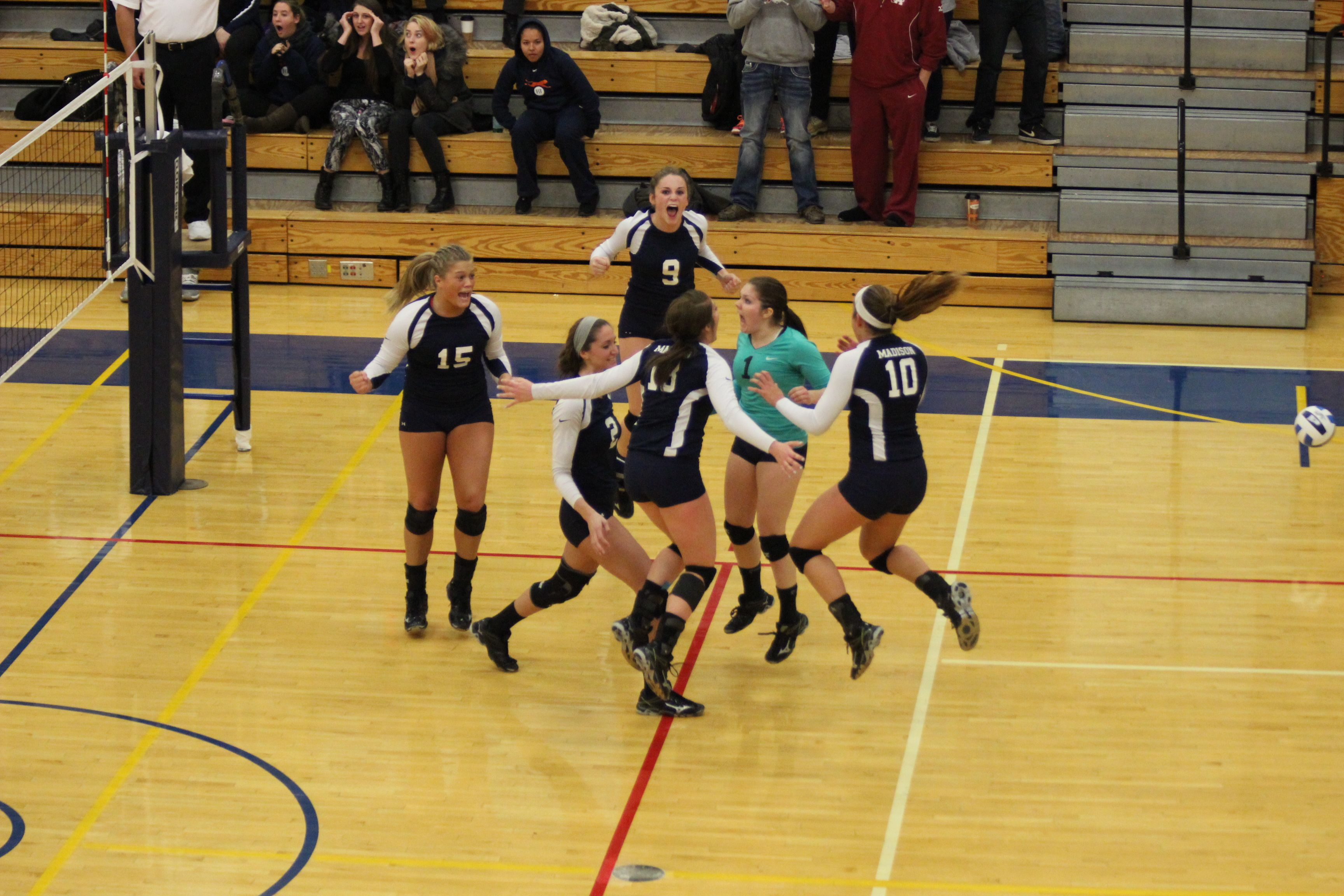 The 2014 Team Celebrates During The Njcaa Diii National Championship Game Against Lorain County Community Coll Women Volleyball Championship Game Lorain County