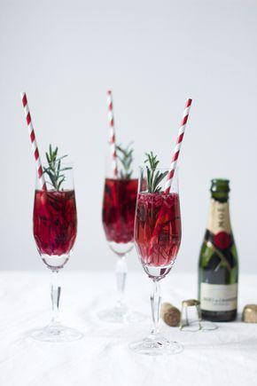 drinks granatapfel rosmarin champagner cocktail happy hour cocktails und genie en. Black Bedroom Furniture Sets. Home Design Ideas