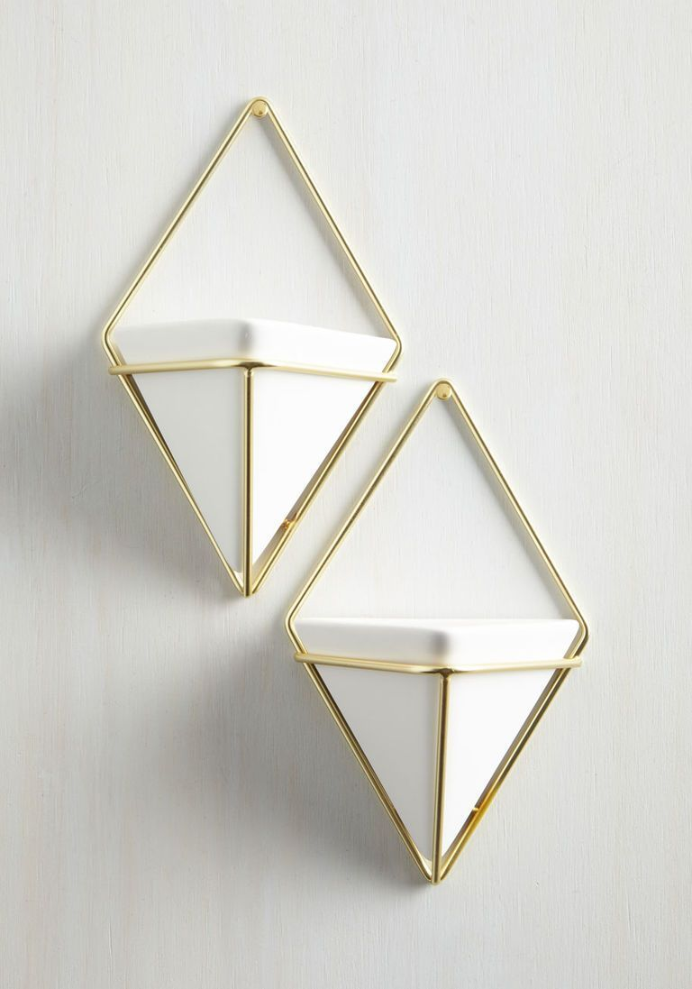 Exemplary contemporary wall vase set in gold