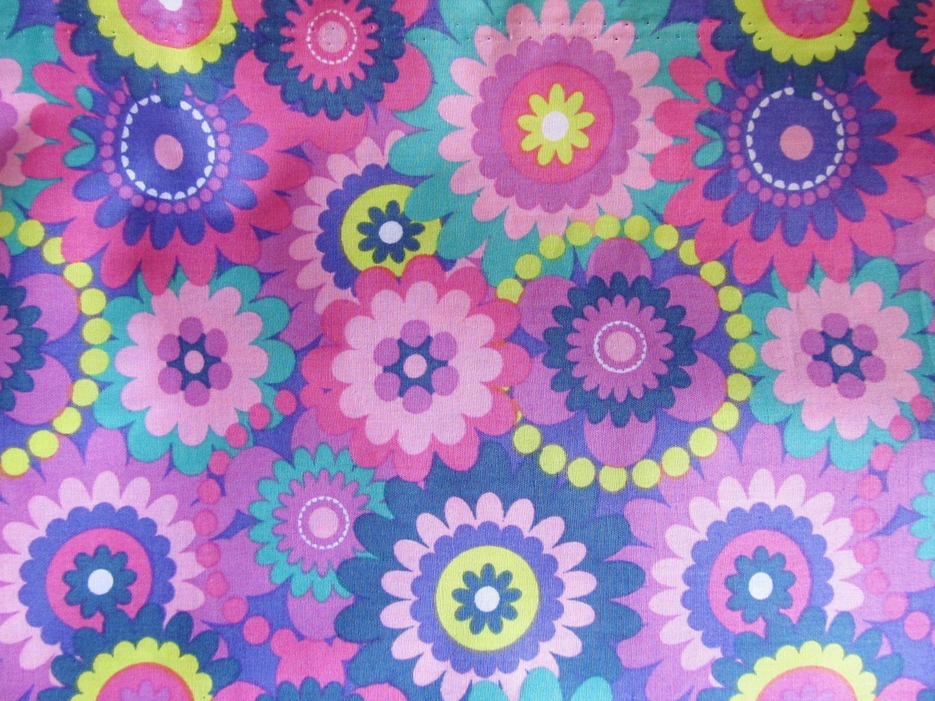Tissu avec motifs fleurs et rosaces en 100% coton multicolores 50 x 45 cm ( à la pièce ) : Tissus pour Patchwork par une-histoire-de-mode