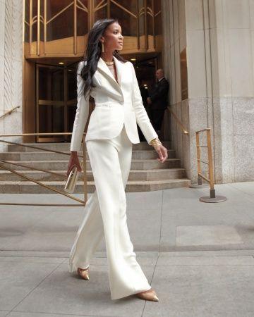 pantalon blanco en una boda