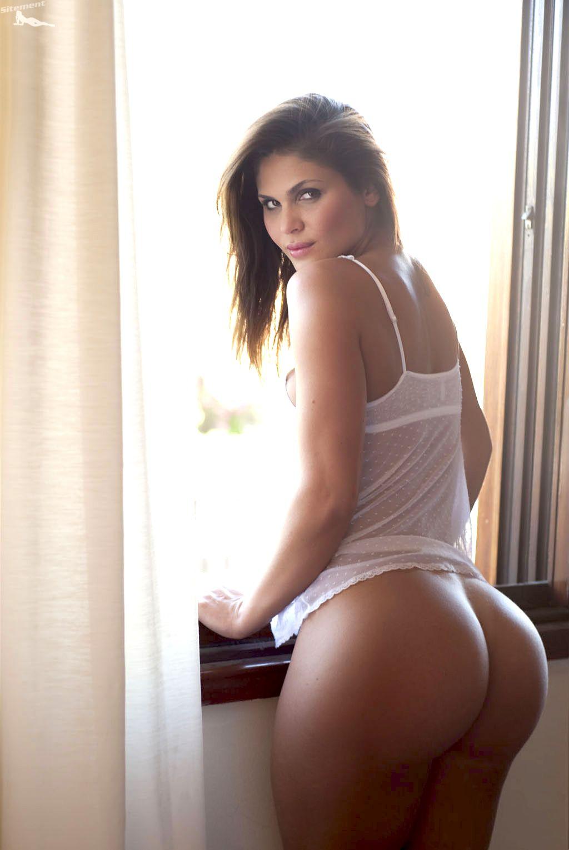 naked women big butt small waist