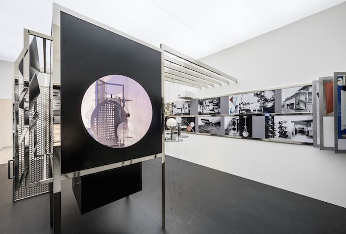 """Laszlo Moholy-Nagy, Room of the Present (Raum der Gegenwart), constructed in 2009 from plans and other documentation dated 1930, mixed media. Installation view, 2016, """"Moholy-Nagy: Future Present,"""" Guggenheim Museum, New York. ©2016 HUTTULA MOHOLY-NAGY/VG BILD-KUNST, BONN/ARTISTS RIGHTS SOCIETY (ARS), NEW YORK/PHOTO: DAVID HEALD/©SOLOMON R. GUGGENHEIM FOUNDATION"""