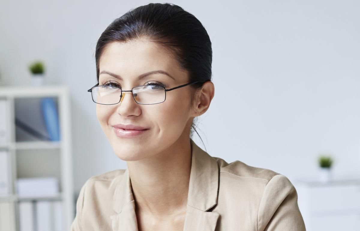 Choosing eyeglass frames for women with round faces can be a ...