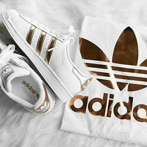 new arrival 728b5 4c0e8 Imagen de adidas, gold, and shoes
