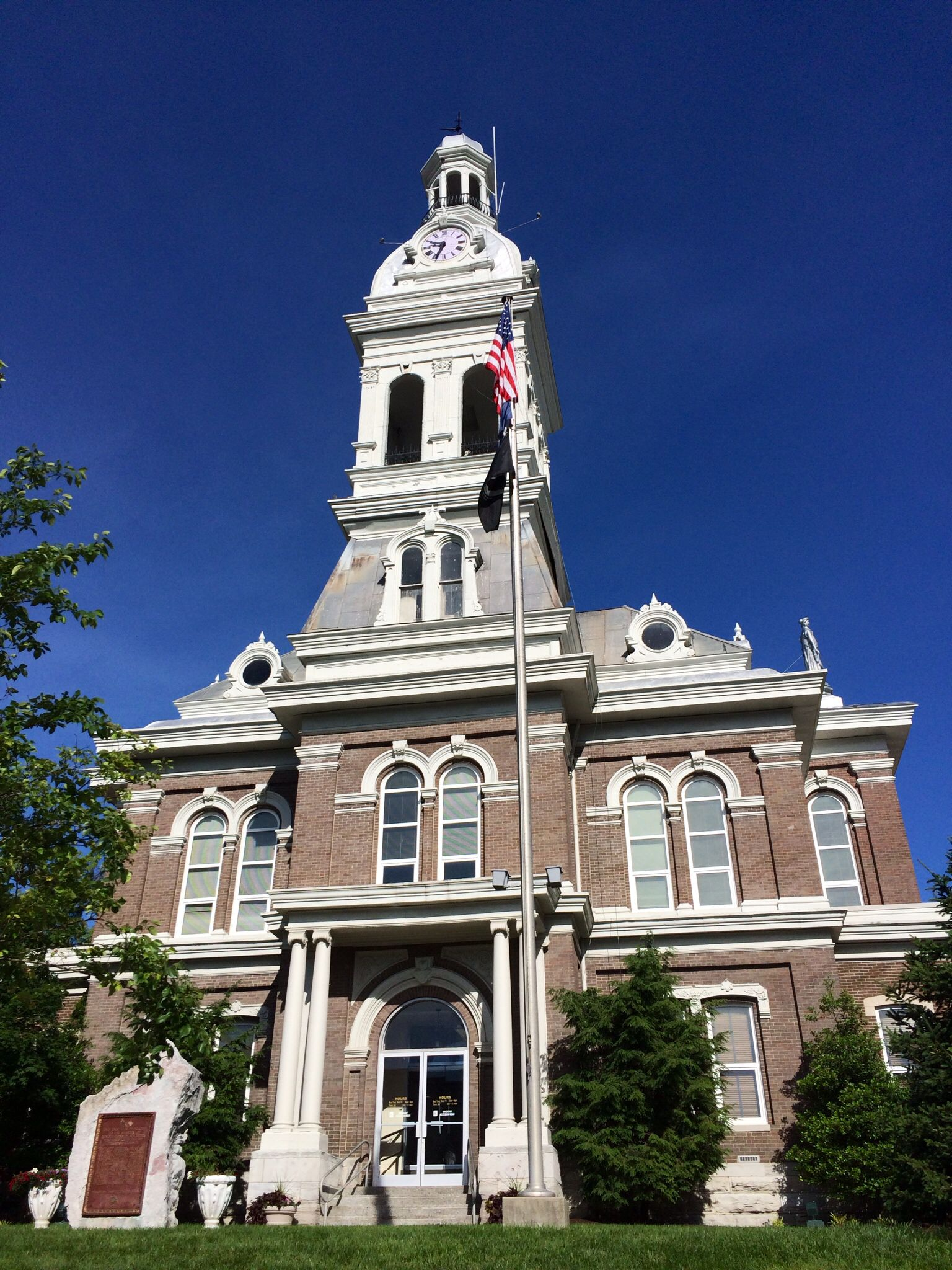 Jessamine Co. courthouse in Nicholasville, KY My old