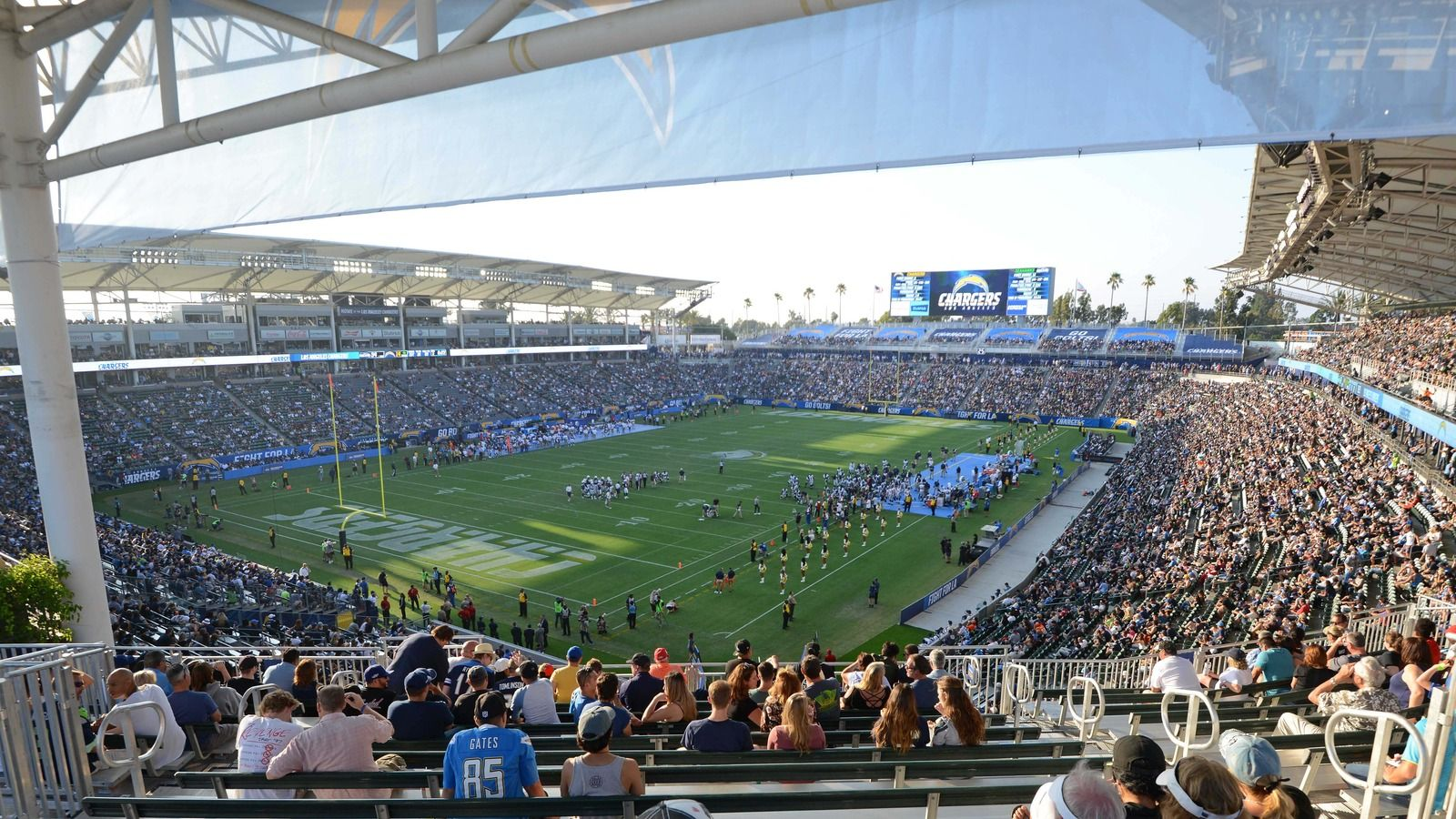 The Los Angeles Chargers Finally Got To Play In Their Temporary Venue The Stubhub Center On Sunday But Fans Wer Stubhub Center Stubhub Moving To Las Vegas