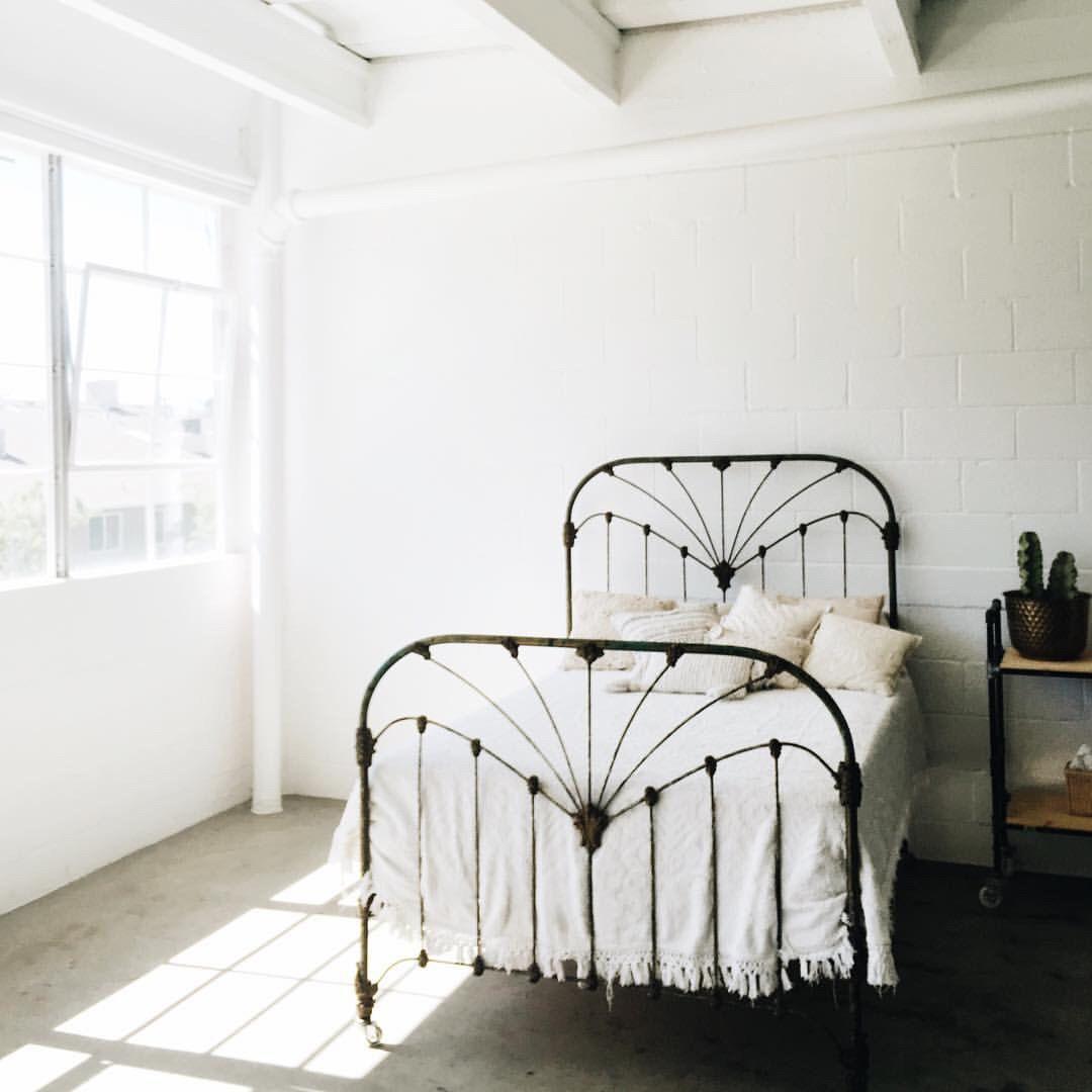 Best Lovely Minimal Bedroom Homely Pinterest Iron Bed 400 x 300