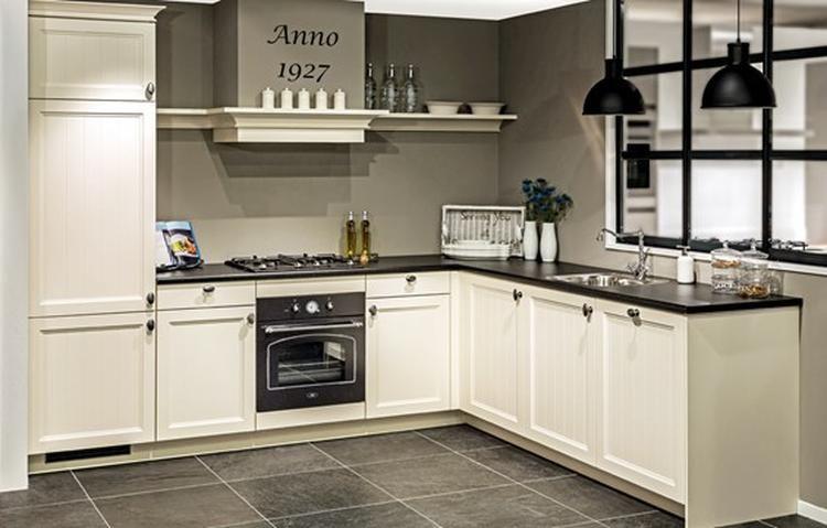 Keuken Zwart Blad : Mooi kleurencombi donkere vloer witte keuken zwart blad en