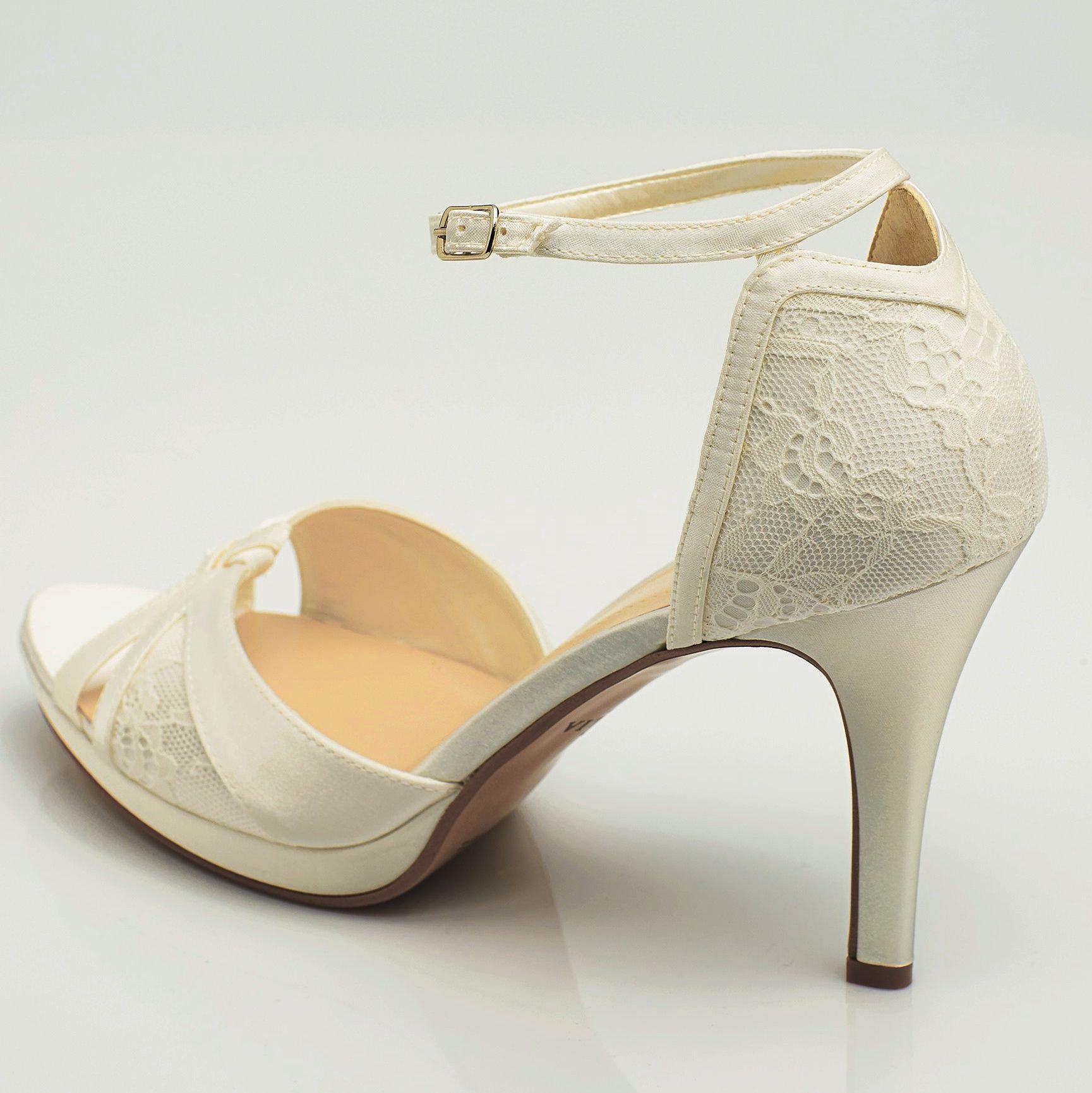 Zapatos de fiesta elegantes forrados. Sapatos de noiva com renda ... 8448bf287891