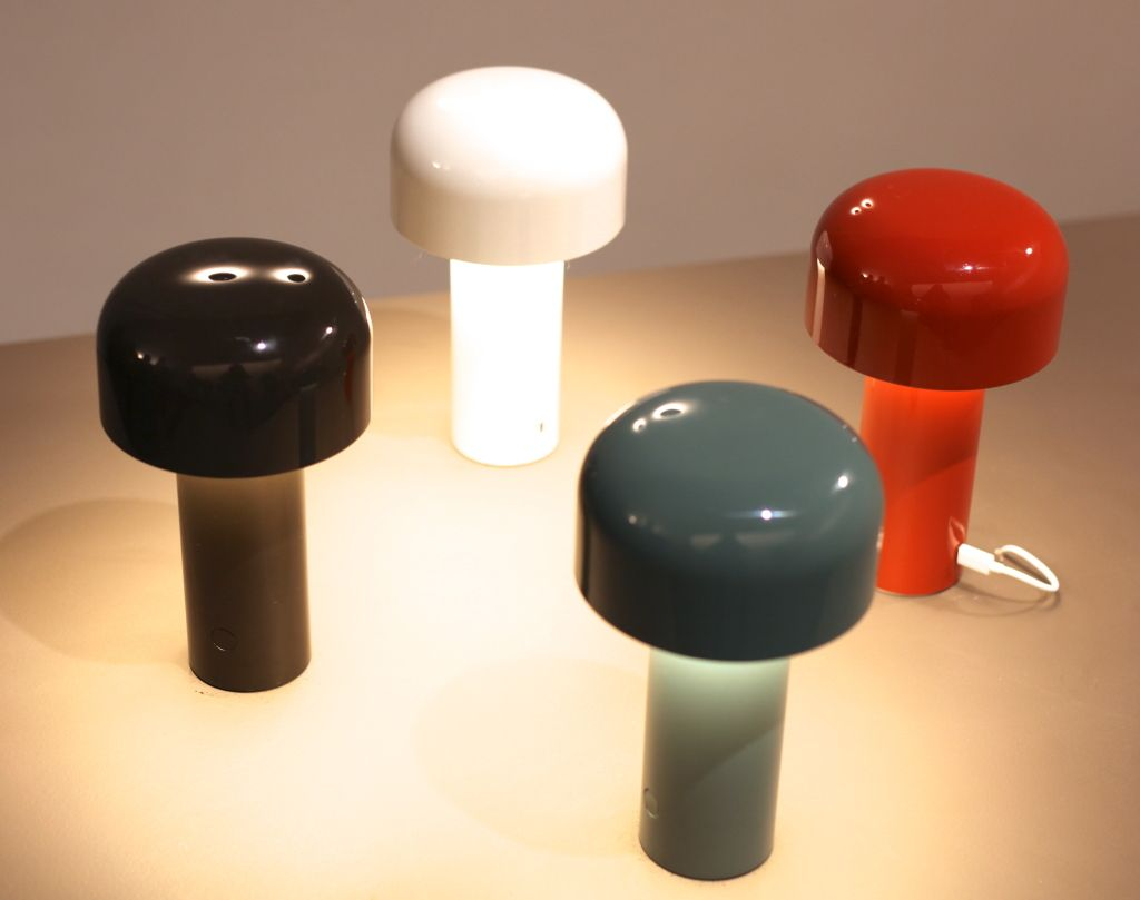 Au Salon Du Meuble De Milan La Lampe Nomade Etait Tendance
