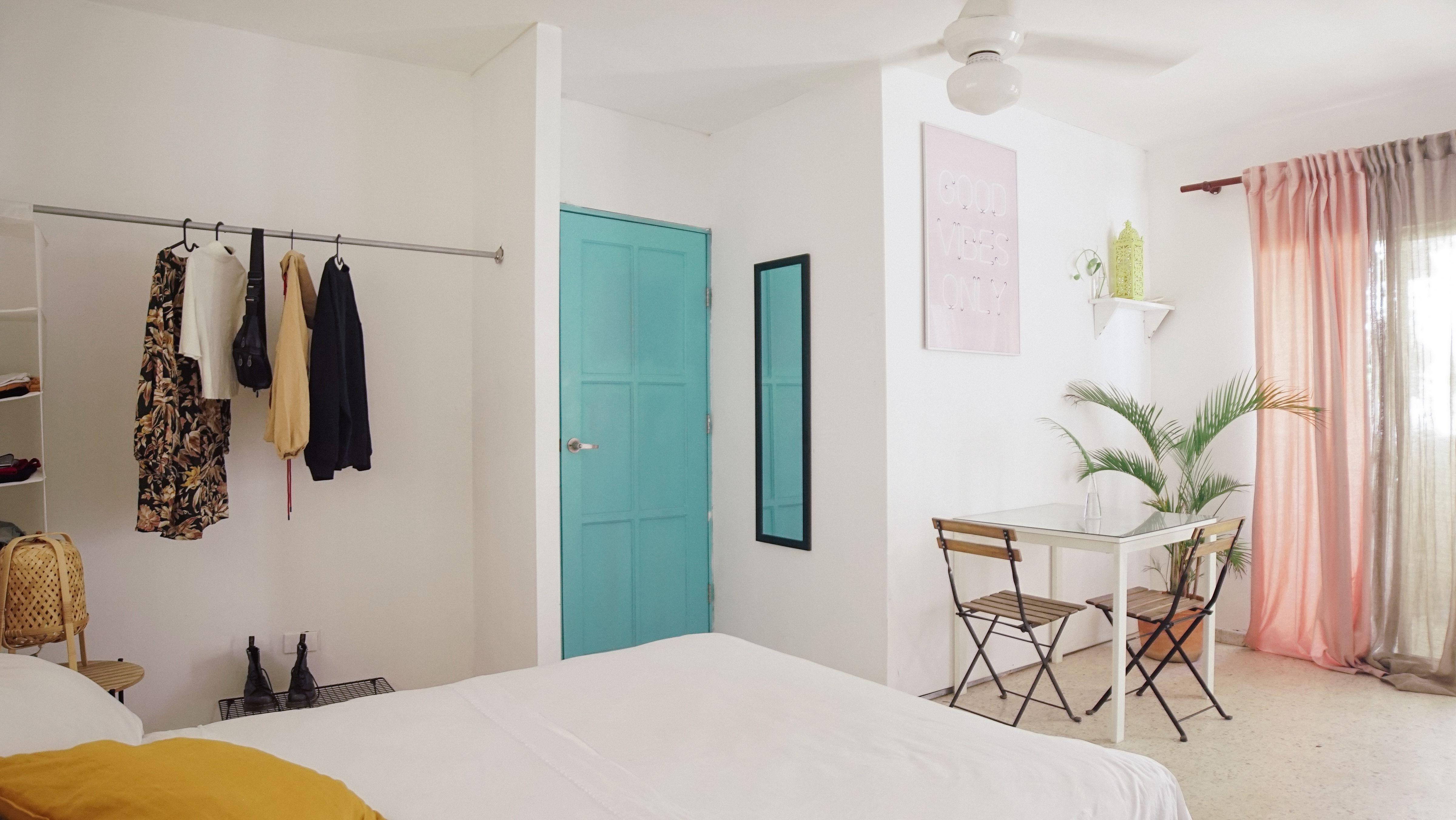 Beautiful top floor bedroom for 2 people. Rental includes