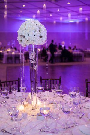 Grey silver white wedding table setting decoration   Modern silver ...