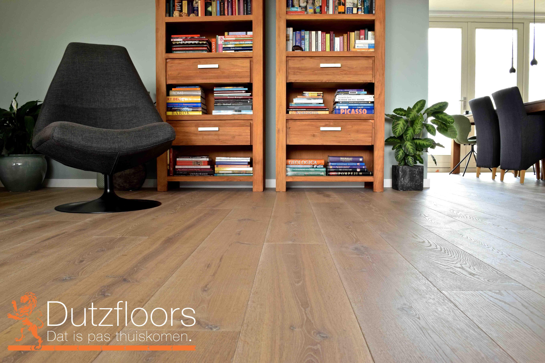 Geborstelde houten vloer: 22cm brede planken gerookte vloerdelen