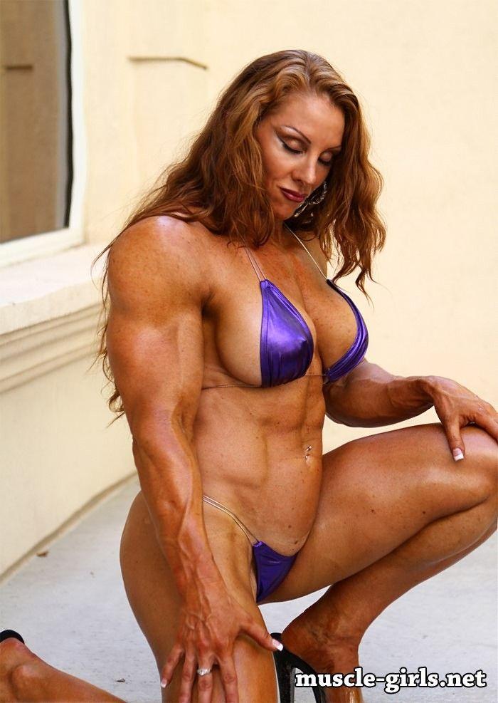 Naked girls body builder