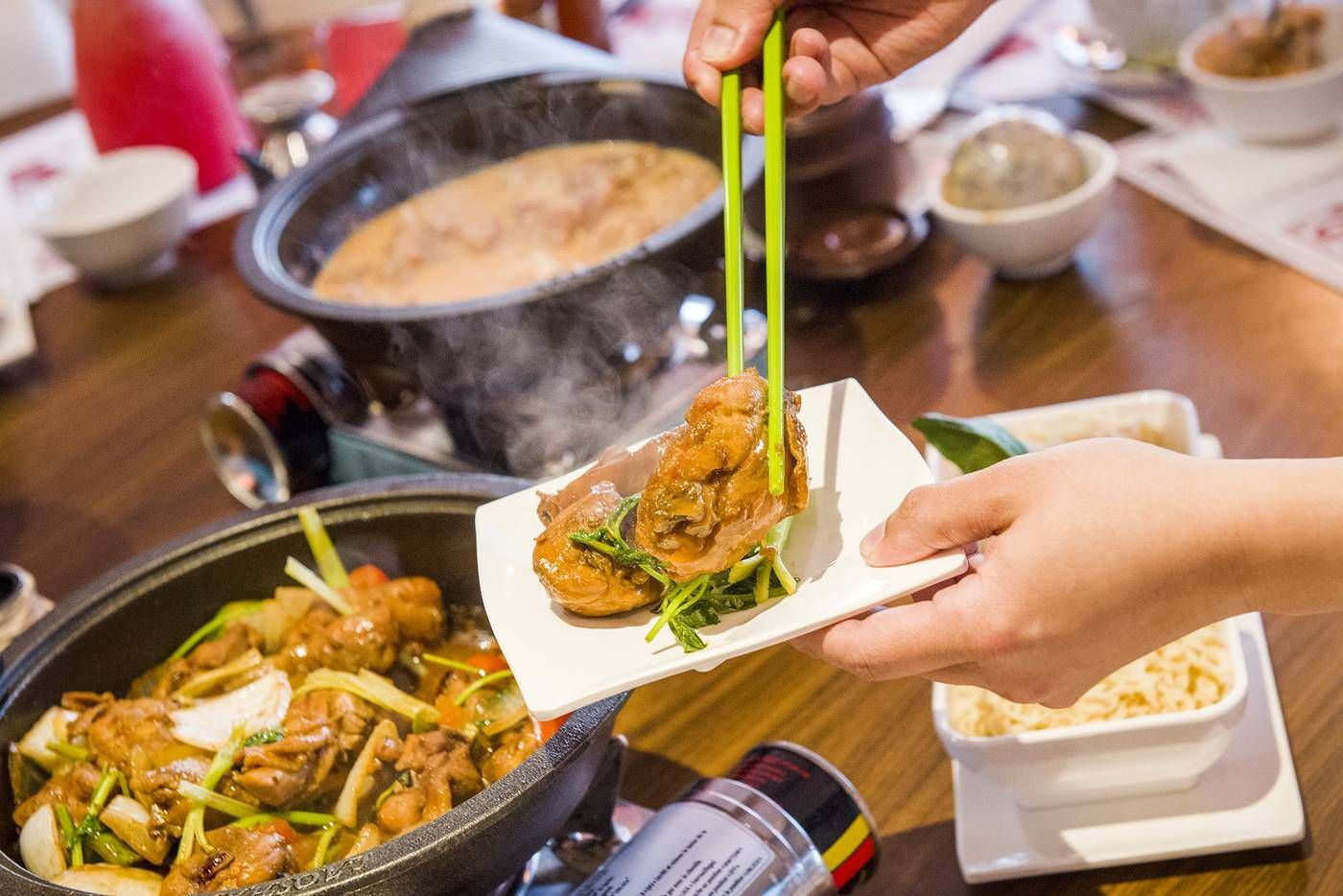 Gogo Chicken Pot Aims To Revolutionize The Way Toronto Looks At Ayce Hot Pot It S The Only Restaurant Of Its Kind In The C Chicken Pot Foodie Destinations Eat