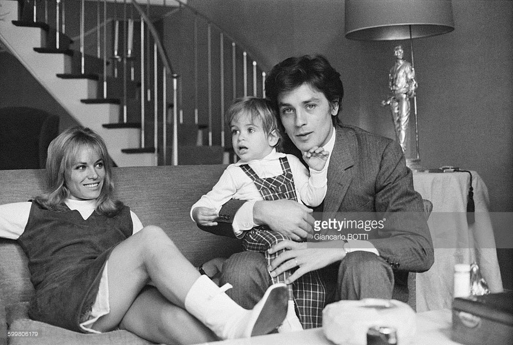 alain-delon-with-wife-nathalie-and-son-anthony-in-france-in-may-1966-picture-id599806179 (1024×689)