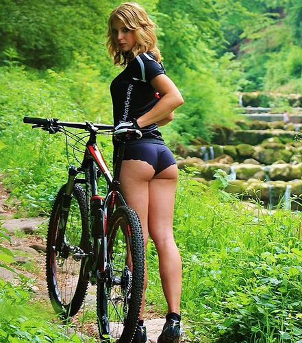 pale-fat-sexy-cycle-girl-girl-naked