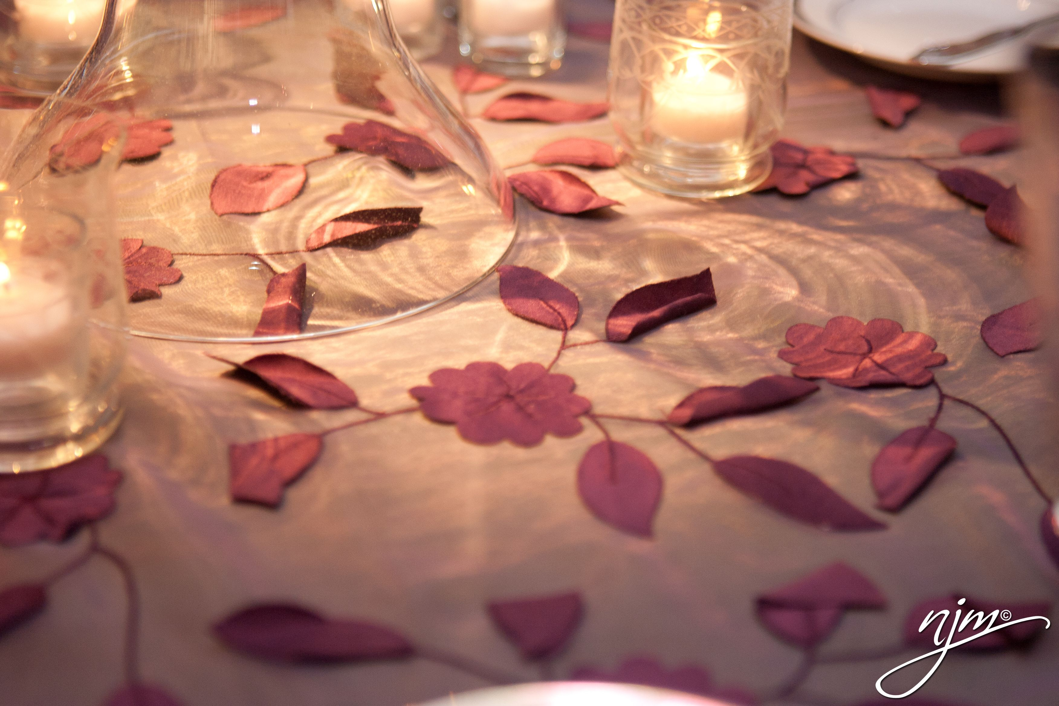 Sometimes the smallest details make the most impact, as these small purple leaves turn a simple setup into a soft, romantic tablescape.