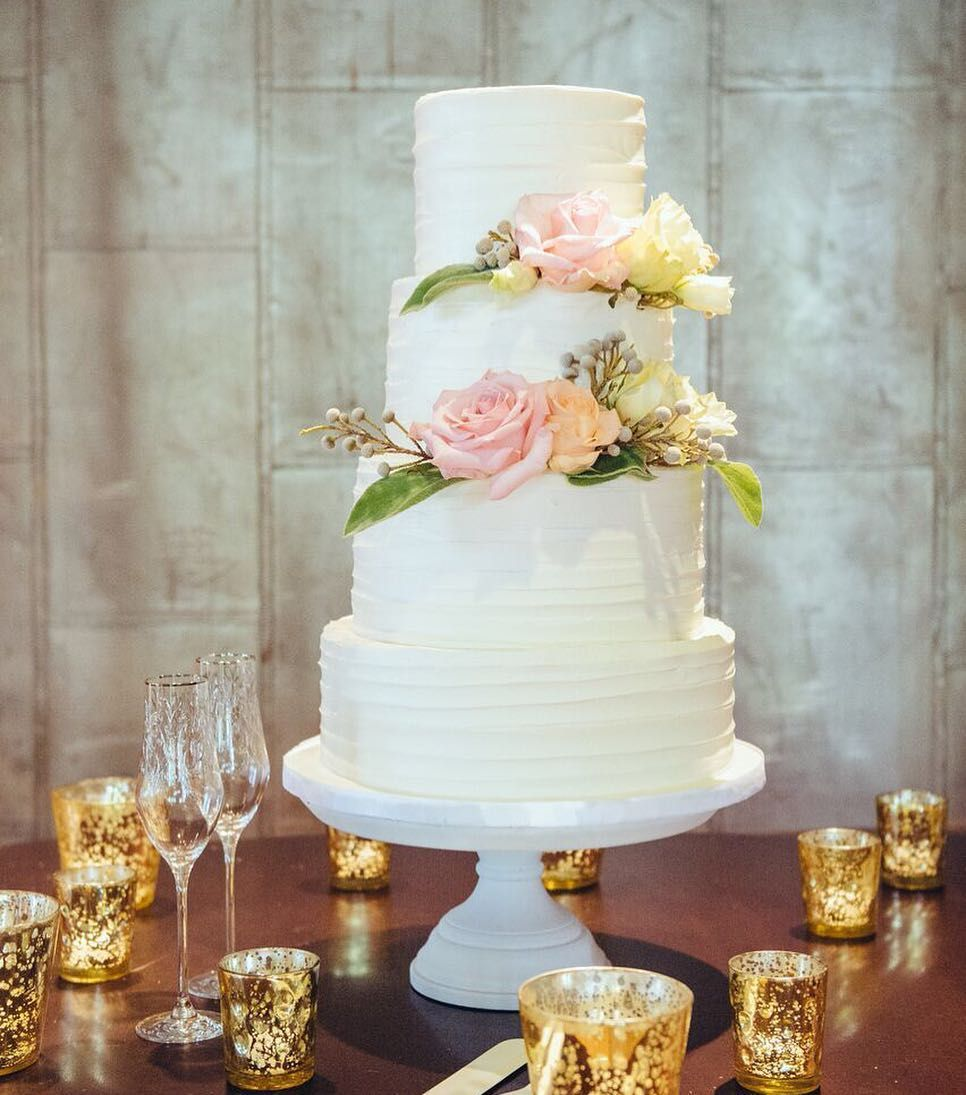 Custom cakes and desserts for your wedding day by couture