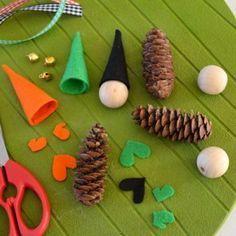 {DiY} Déco de Noël petits Lutins en pommes de pin !! #lutindenoel
