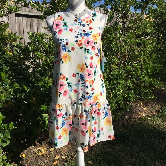"""CeCe by Cynthia Steffe Dress Beautiful floral dress of 100%polyester fully lined & machine washable. Bust measures 17"""" across laying flat & is 33"""" from shoulder to hem. Mannequin measurements 35 X 25 X 35. Dress would fit 0-2! Ce Ce by Cynthia Steffe Dresses"""