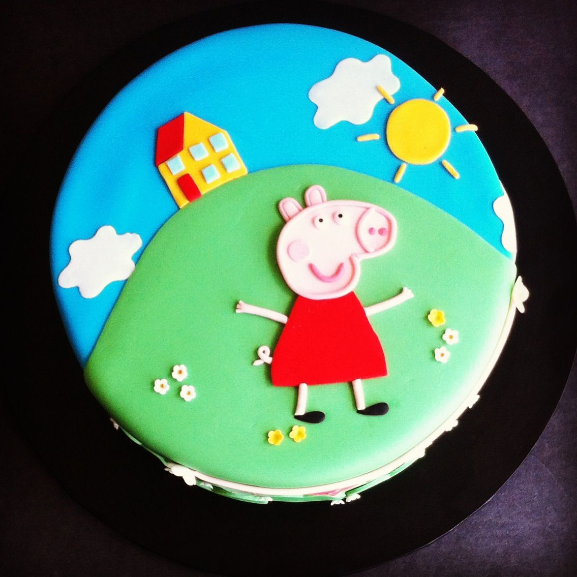 Peppa Pig 2D birthday cake - Cakes by Lou