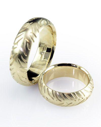 Battlax Tyre Ring Motorbike Tread Tyre Wedding Rings Tyre 023 Battlax Tyre 9ct Yellow Gold Http Www Advan Wedding Rings Rings Handmade Wedding Rings