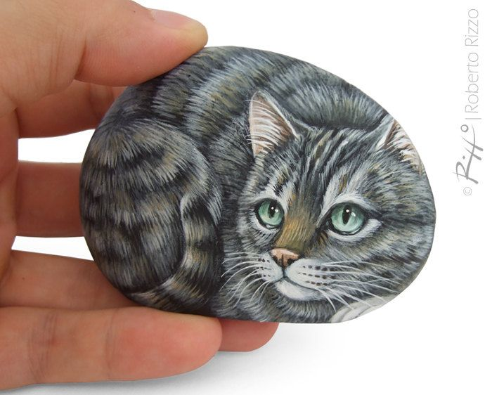 irresistible tiger cat miniature handpainted on a sea pebble cat painting on a stone unique. Black Bedroom Furniture Sets. Home Design Ideas
