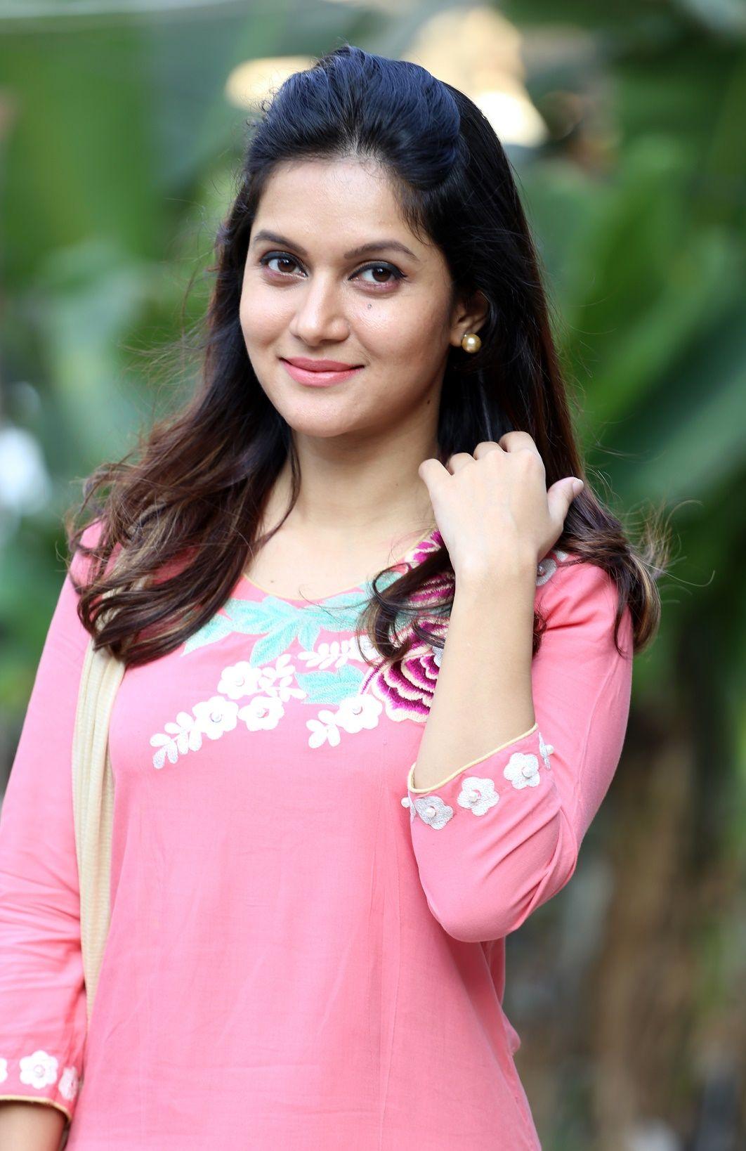 Pic.com hot actress