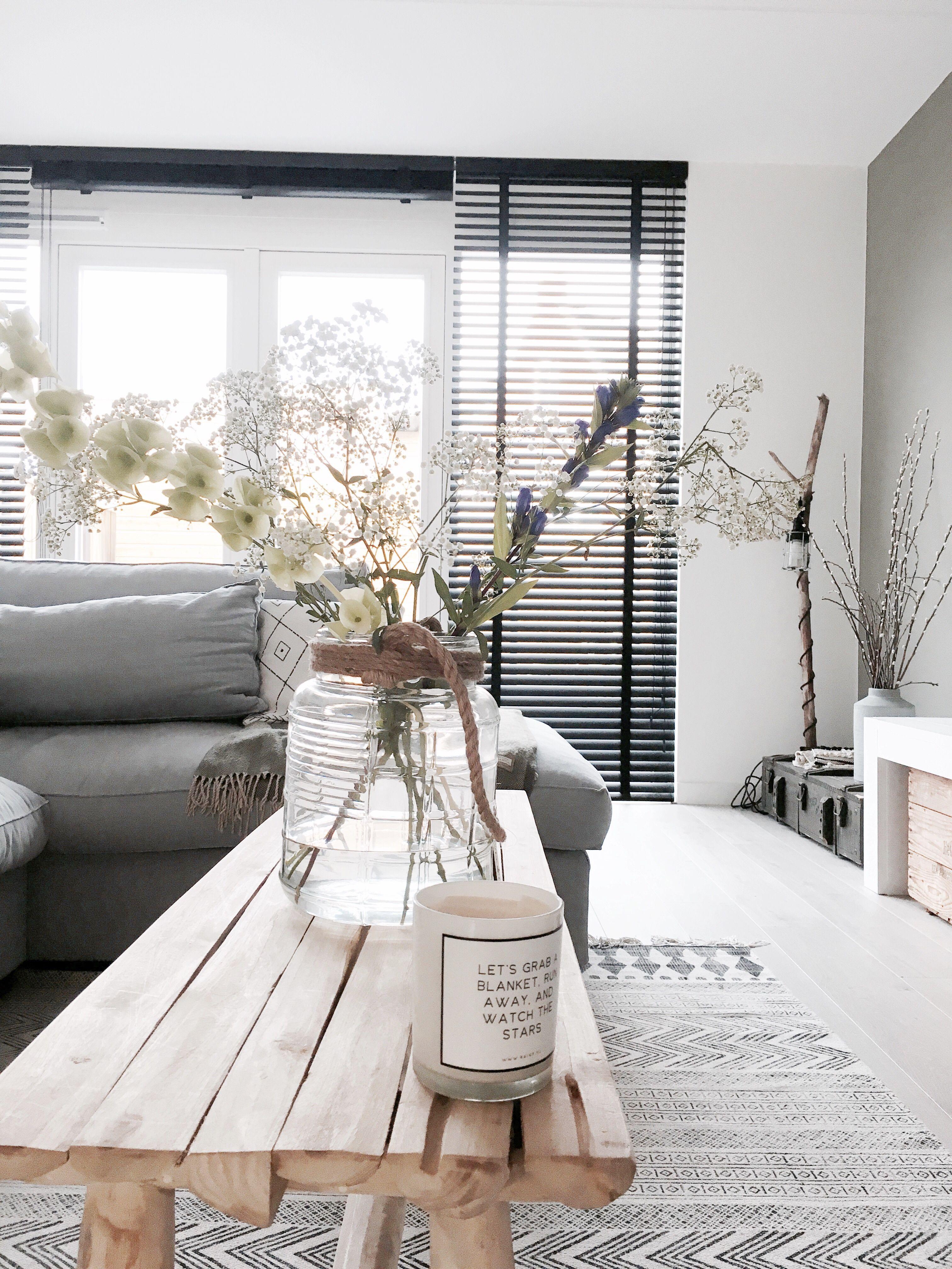 lucienne is een groot liefhebber van een basic interieur zwart wit en grijs