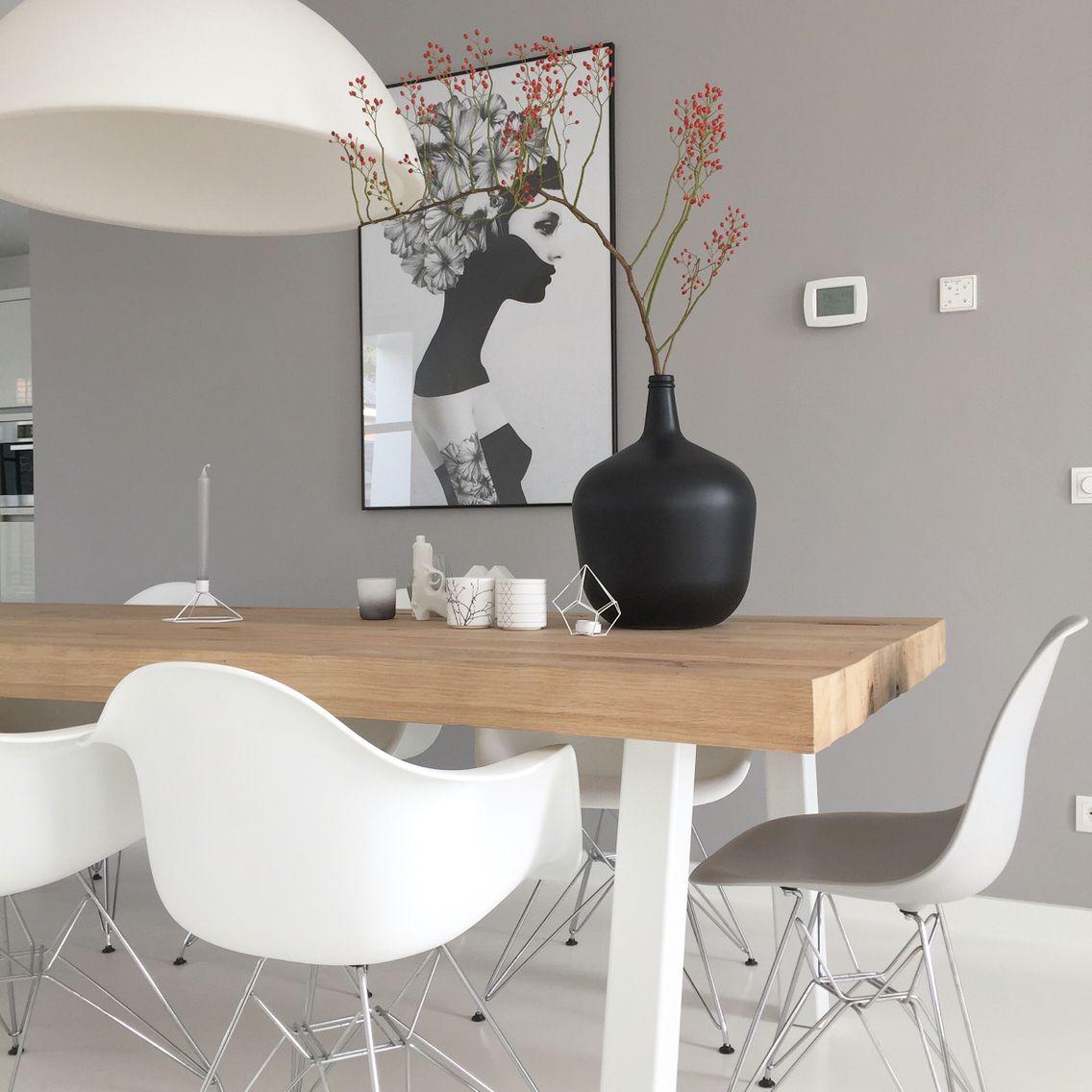 Charming Ruben Ireland Poster Walldecoration Eames Chairs Eethoek Houten Balken HK  Living Vase Rozenbotteltak