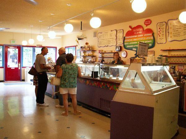33 Amazing Chocolate Shop Interiors Ideas Decor10 Blog Chocolate Shop Heart Healthy Dinners Chocolate Truffles Recipe Easy