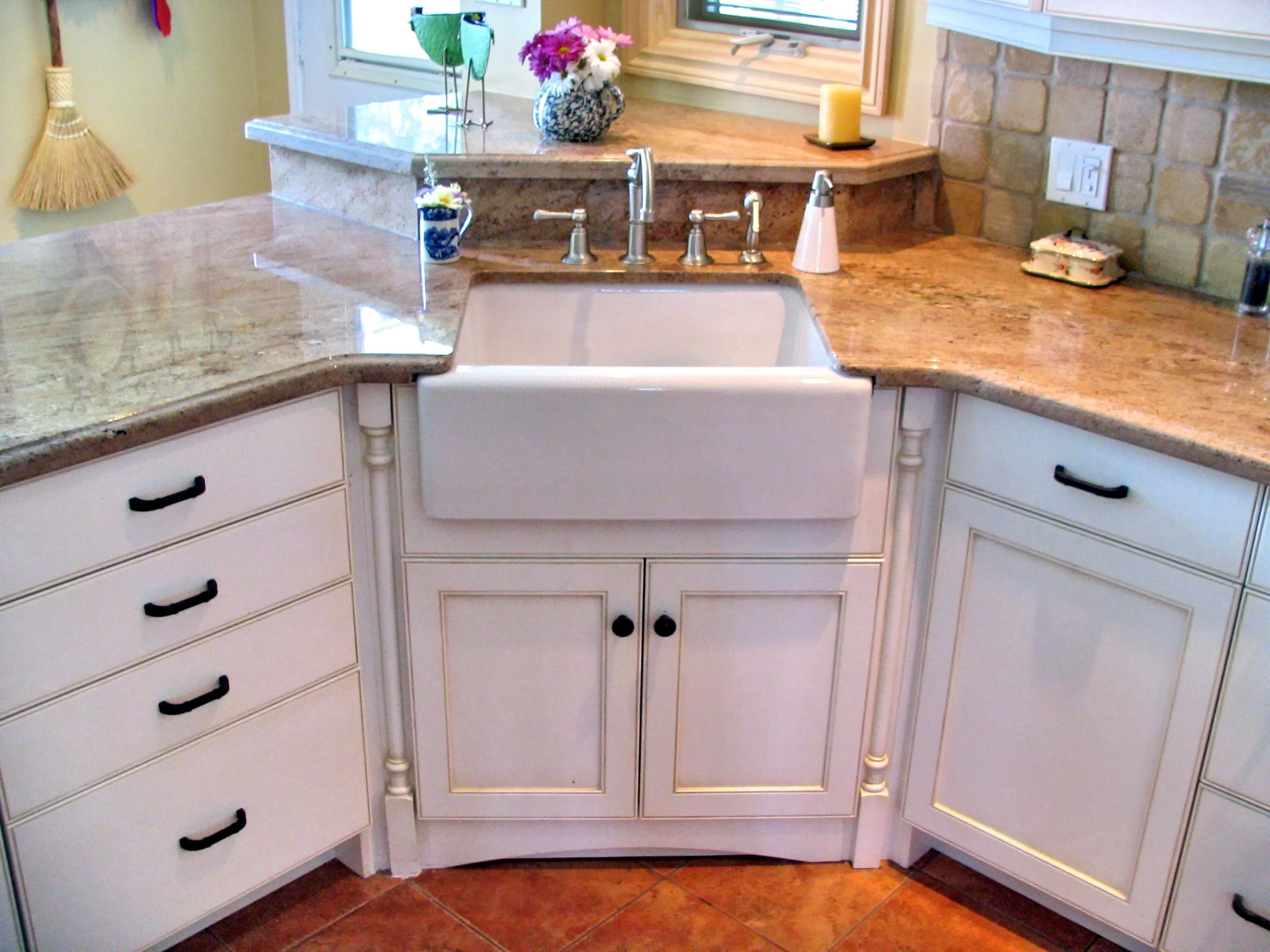 Corner Undermounted Apron Sink Flanked By Decorative Turned Post Columns Cabinet Connection