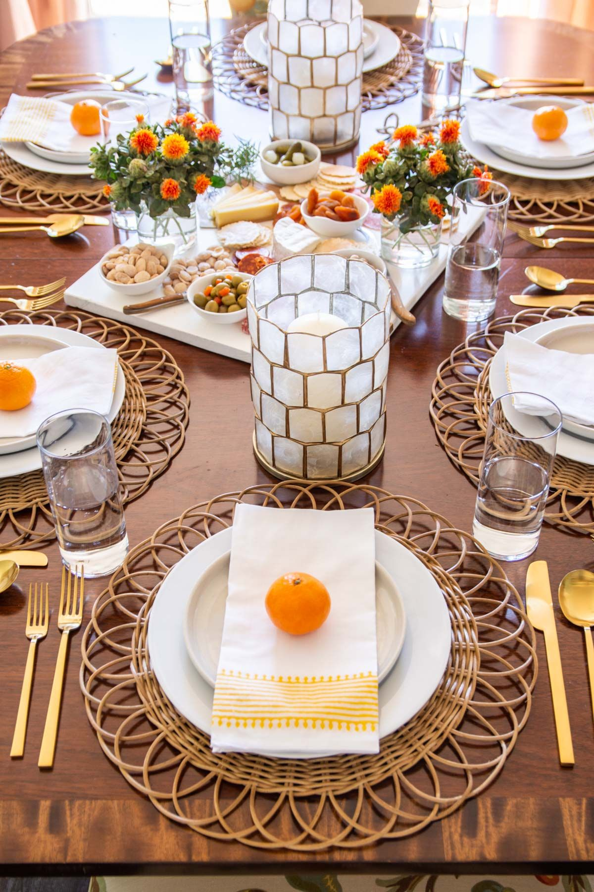A Fresh & Approachable Thanksgiving Table Setting ...