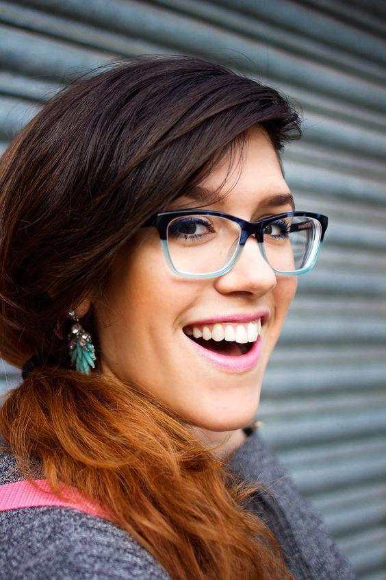 65ca46737e609 Famosas de Óculos de Grau Manual com tendências, dicas de estilo e o modelo  ideal para cada tipo de rosto
