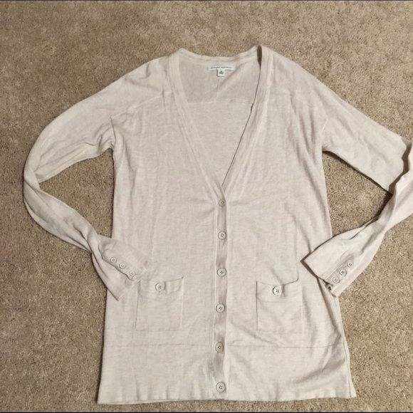 Make offer Banana republic cream cardigan Great condition cream cardigan, prep style ! Once tiny blue pen mark as shown ☃ Banana Republic Sweaters Cardigans