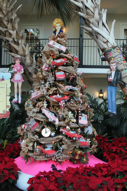 Dolly Parton Kenny Chesney The Zac Brown Band Leann Rimes And Reba Mcenti Christmas Tree Themes Holiday Decor Christmas Christmas Tree Decorations