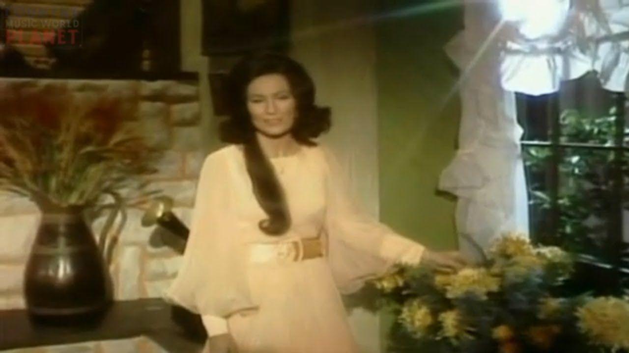 Hee Haw season 2 episode 19 ( Loretta Lynn, Bill Anderson, Susan Raye ) ...